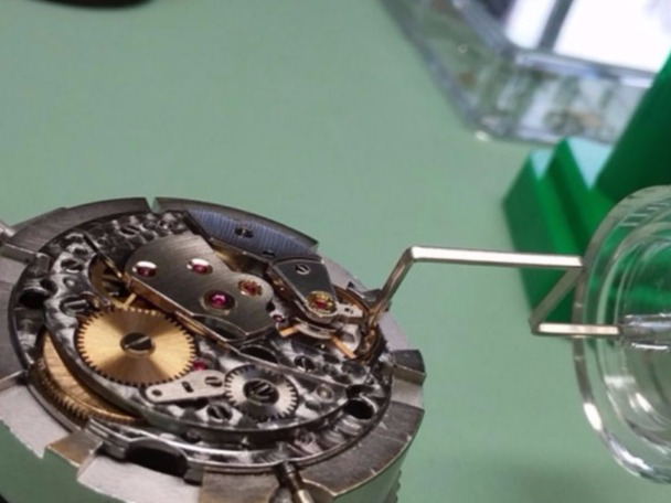 adjusting rolex watch